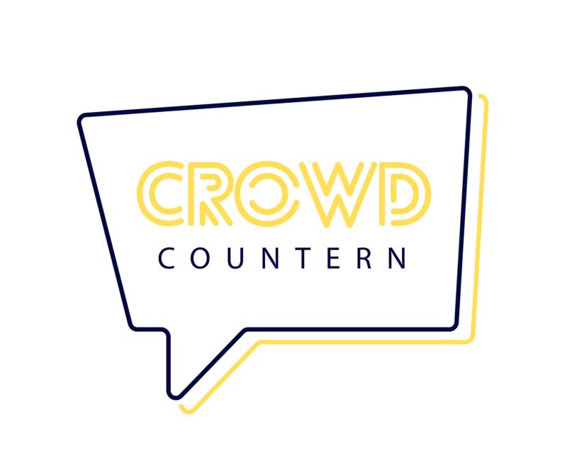 """Das Bild zeigt das Crowd-Countern Logo. Auf weißem Hintergrund steh in einer Sprechblase in dunkelblauer Schrift """"Crowd Countern"""" geschrieben."""